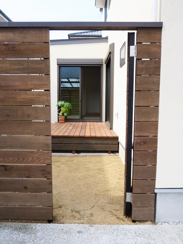 三角屋根がかわいいナチュラルな家②