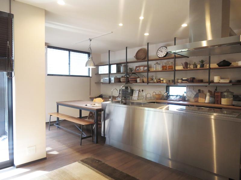 オープンキッチンを囲む家①
